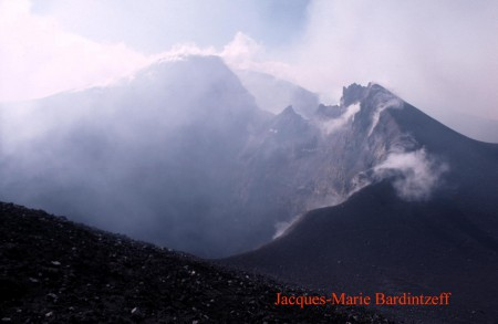 bardintzef-ita-88-2-10-etna_cratere_central-s