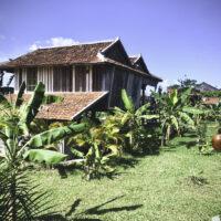 Les bâtiments de la plantation parfois démontés dans un villages puis restaurés et remontés sur le domaine.