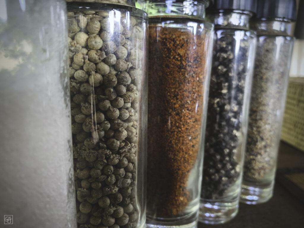Déclinaison des couleurs de poivres et de sel de Kâmpôt.