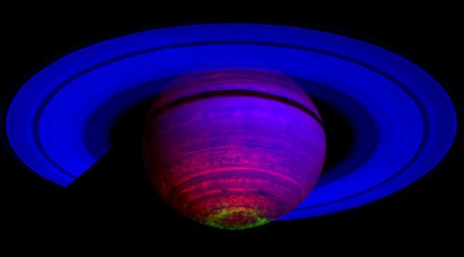 Aurore polaire sur Saturne (image infrarouge)