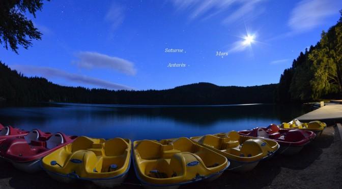 Lune et planètes au-dessus du lac Pavin