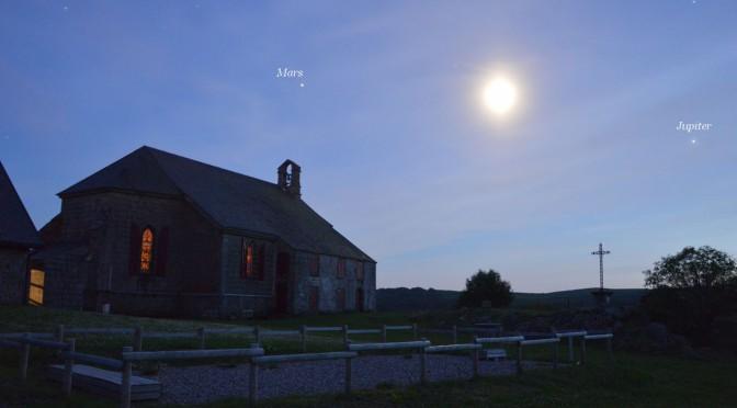 La chapelle de Vassivière sous la Lune