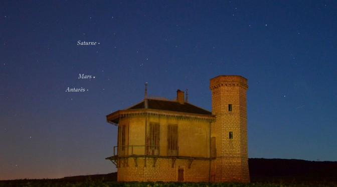 Saturne, Mars et Antarès s'alignent au crépuscule