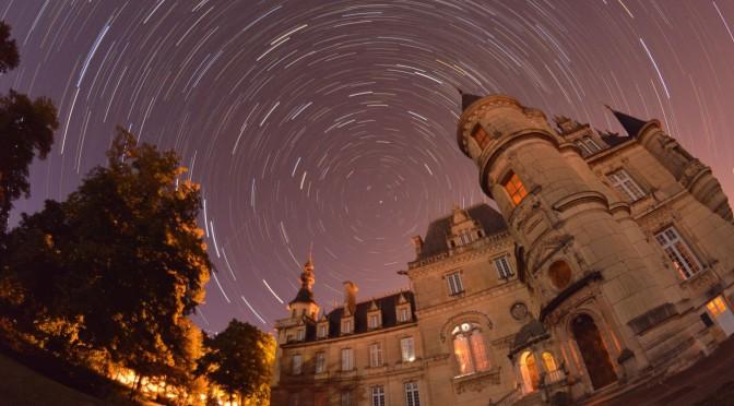 Rotation d'étoiles au-dessus du château de Brochon