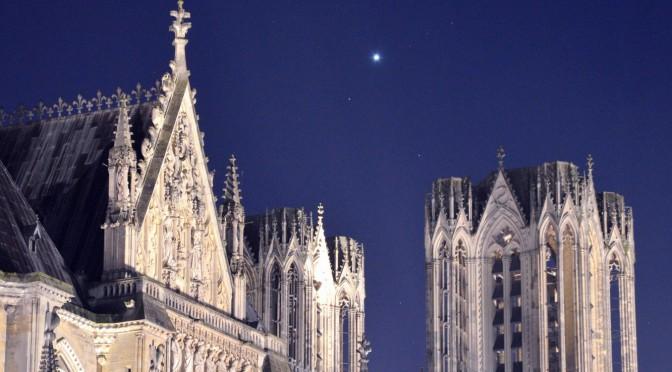 La planète Vénus au-dessus de la cathédrale de Reims