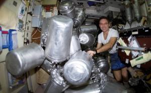 Ravitaillement en eau dans la Station Spatiale Internationale (NASA)