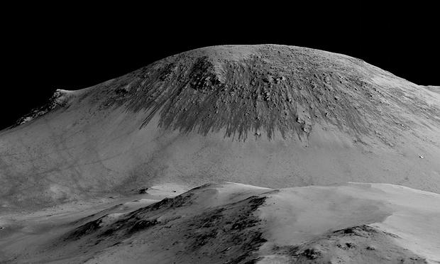 Une vue en 3D d'une colline et de ses sombres écoulements (NASA/JPL/U of A)