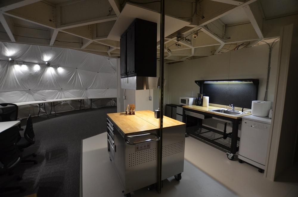 Le coin cuisine, zone centrale d'une simulation qui met l'emphase sur l'alimentation (photo Sian)