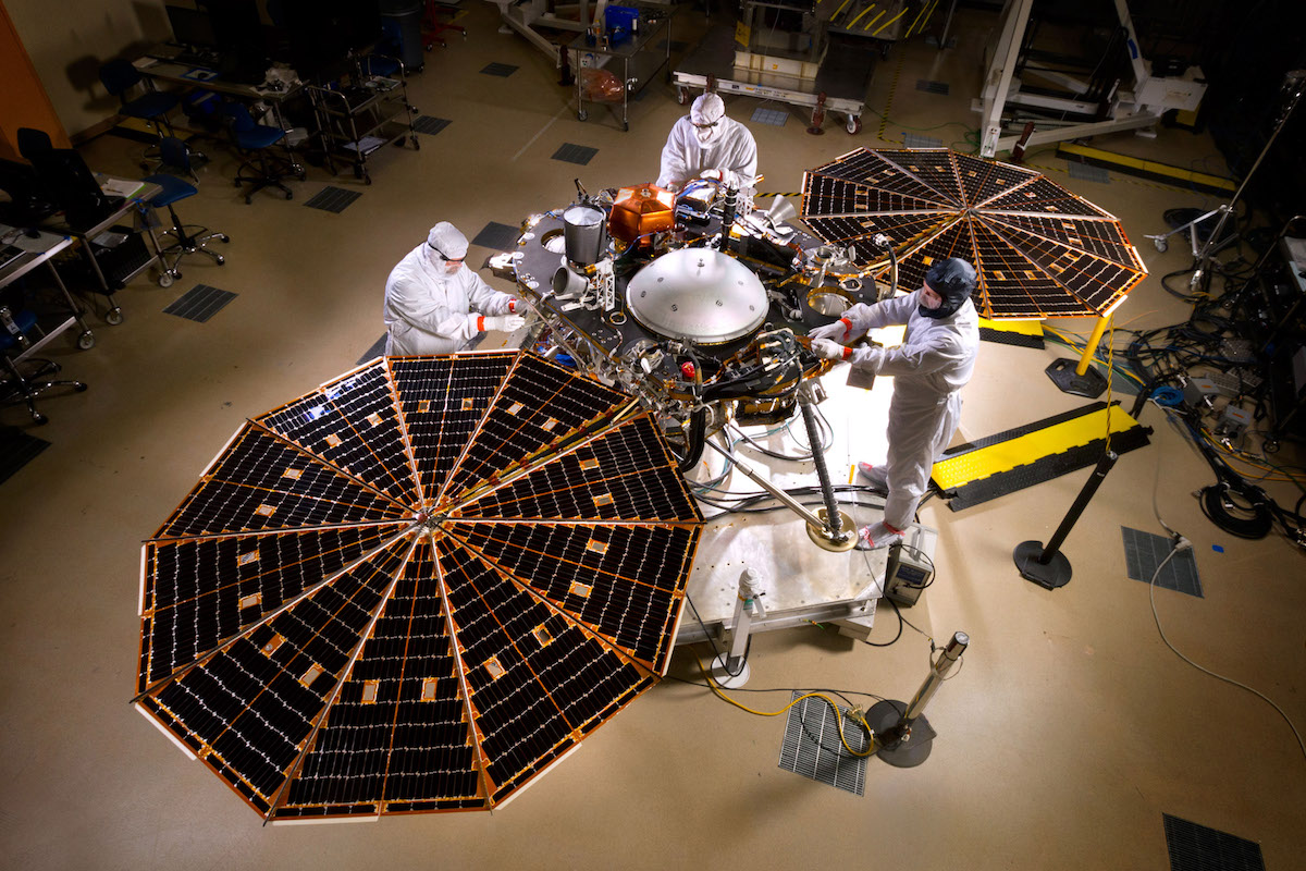 La sonde en cours d'intégration (crédit NASA/JPL-Caltech/Lockheed Martin)