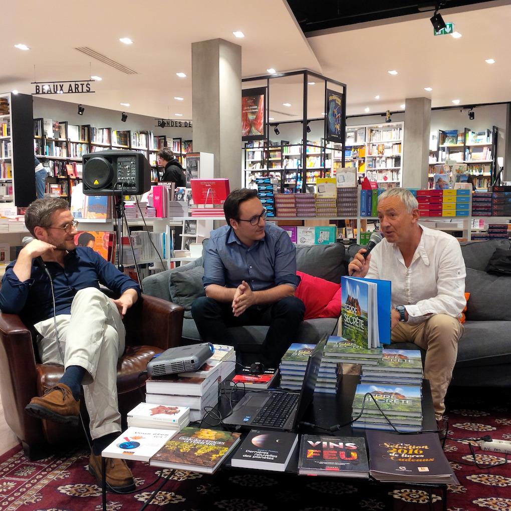 Patrick Baud (au centre) et Charles Frankel lors de la présentation du livre à la librairie Le Divan (Paris 15ème). Photo Stephanie Wooley.