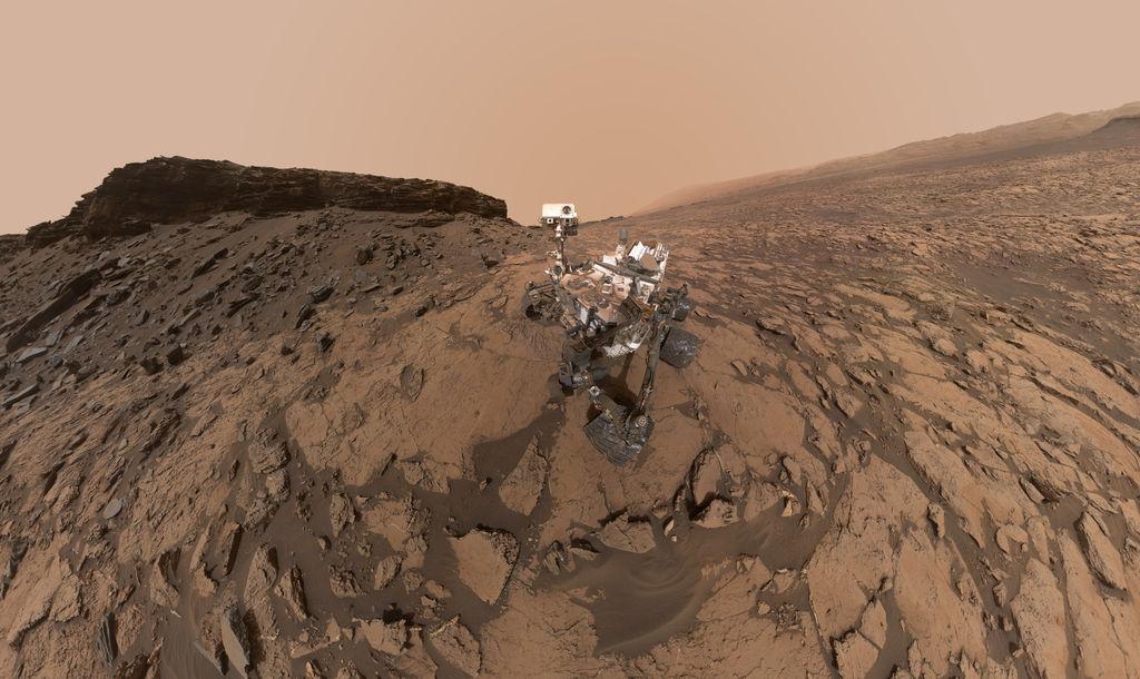 """Curiosity au lieu-dit """"Murray Butte"""" en septembre 2016: le fond boueux d'un ancien lac..."""