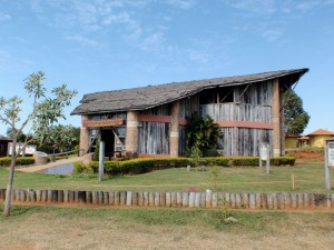 Maison du Pantanal où sont présentés les objets de l'artisanat des Indiens. A. Gioda, IRD.