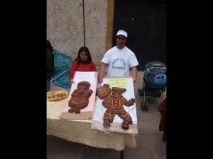 Exposition de Tanta Wawa, gâteaux  de fête préparés, lors de celle de Morts, pour ces derniers. Concours de la Casa de la cultura, Huacavelica, Hautes Andes, Pérou. Cliché : A. Gioda, IRD.