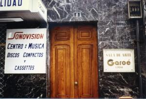 Salle de fêtes dansl e centre de Santa Cruz de Tenerife. Année 1993, une époque où l'usage de ce nom guanche avait presque disparu hors des milieux cultivés. A. Gioda, IRD.