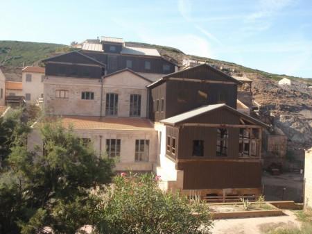 Détail des ruines des installations de la laverie de L'Argentiera en partie restaurée. © A. Gioda, IRD.