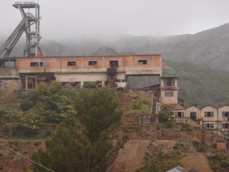 La tour de l'ancien puits Sartori domine toujours le paysage de la friche industrielle de la mine de Montevecchio. © A. Gioda, IRD.
