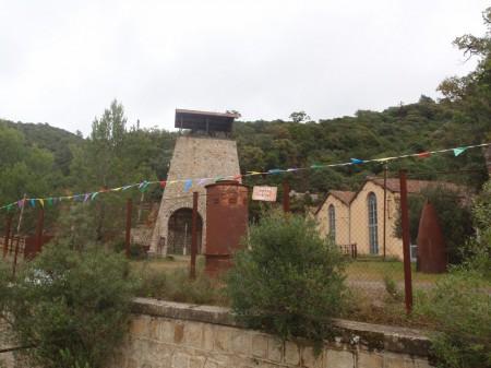 Ancien puits minier de Gal en aval d'Irgo.© A. Gioda, IRD.