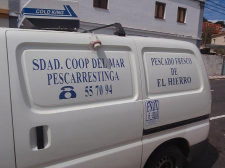 Camionnette de la coopérative des pêcheurs assurant la seule distribution au public en tant que marchand ambulant. Photo prise au Pinar. A. Gioda, IRD.