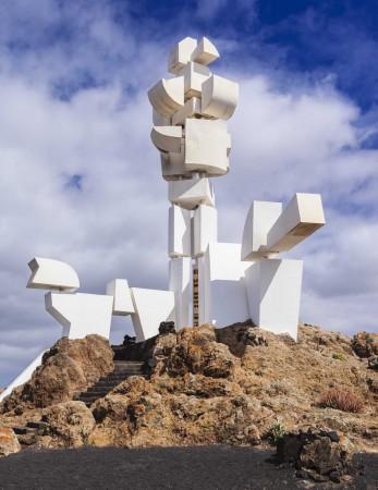 """""""Fécondité"""" ou monument au paysan : sculpture cubiste en béton de César Manrique. Lanzarote, Canaries. Copyright : Lanzarote 3."""
