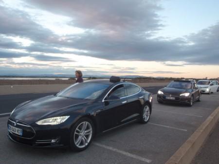 Deux exemplaires de la limousine 100% électrique de marque Tesla. Mostra Verte de Perpignan, 18-19 septembre 2015, ici photographiées dans le Conservatoire du littoral de Saint-Cyprien. Cliché : A. Gioda, IRD.
