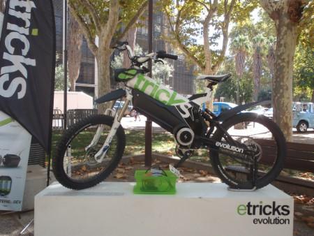 Hybride moto-vélo 100% électrique fabriqué au Pôle électrique d'Alès (Gard) et régulièrement commercialisé. Cliché : A. Gioda, IRD.