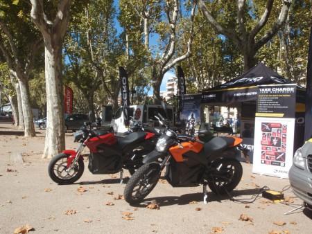 Motocyclettes Zero (comme Zéro émission de CO2) à la Mostra Verte. Ces motocyclettes sont, pour la presse spécialisée, les meilleures pour les déplacements urbains et leur autonomie est satisfaisante. Cliché : A. Gioda, IRD.