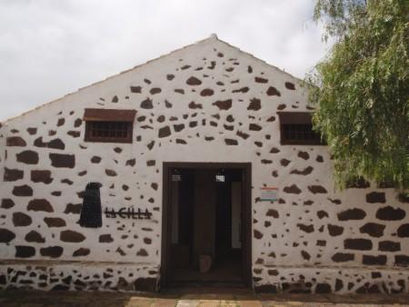 Entrée du Musée du grain (de blé). Maison traditionnelle La Cilla, La Oliva (un des capitales historique de l'île), nord de Fuerteventura. Cliché : A. Gioda, IRD.