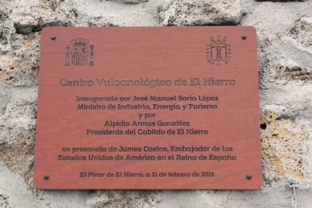 1/05. Visite par le groupe du Centre de vulcanologie inauguré en 2015, suite à l'éruption de 2011-12. El Pinar, El Hierro.Cliché : M. Tapiau, IRD. ino