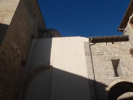 Tour des prisons adjacente de la Porte Sainte-Anne (dont on voit la forme en bas à droite). Un fragment du Lunel médiéval car bâtie en utilisant le rempart de l'enceinte. Lunel, Hérault. ©A. Gioda, IRD.
