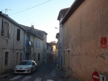 Haut de la rue des Juifs de l'ancienne ville de Posquières en Languedoc. Partie perchée de la l'actuelle Vauvert dans le Gard. ©A. Gioda, IRD.