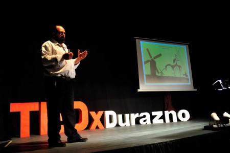 Federico Franco en train d'exposer lors de la manifestation TEDxDurazno de 2013, Durazno, Uruguay. ©TEDxDurazno.