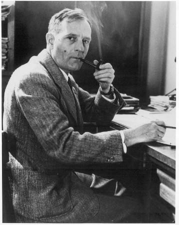 Edwin Hubble (1889-1953) était un fumeur de pipe invétéré.