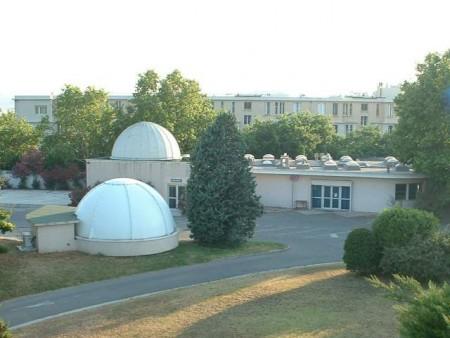 Salle de cours et coupoles de l'Observatoire de Marseille, au Palais Longchamp