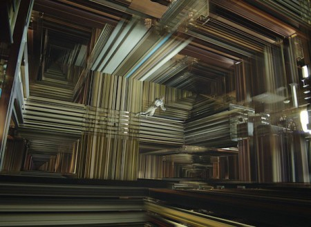 Dans le film Interstellar, Cooper survit à son passage dans le trou de ver de Gargantua et débouche dans la Matrice d'un univers pentadimensionnel.