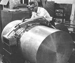 Joseph Weber et sa barre gravitationnelle en 1965