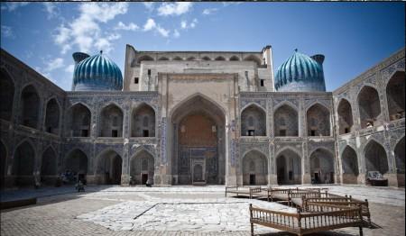 3.La madrasa d'Ulugh Beg, construite entre 1417 et 1420 sur la place du Registan à Samarcande