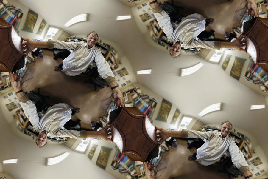 Photogaphie prise par Bernard Vogel à l'objectif déformant, dans mon bureau de l'Observatoire de Meudon
