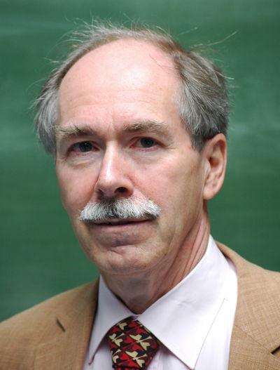 Gerard 't Hooft, né en 1946 aux Pays-Bas, est professeur à l'Institut de physique théorique de l'université d'Utrecht depuis 1977.
