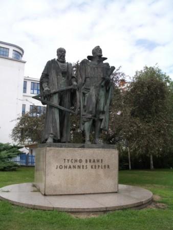 Statue de Tycho Brahe et Johann Kepler à Prague