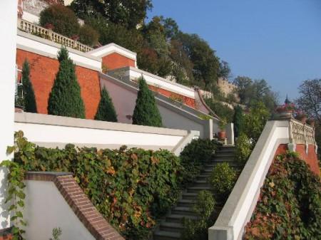 Depuis sa demeure au Palais Curtius, Tycho pouvait se rendre directement par cet escalier au château de Hradcany, dans les appartements de l'empereur Rodolphe ( (vue moderne, photographie par J.P. Luminet)
