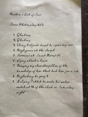 Focus sur un feuillet de la liste de péchés de Newton