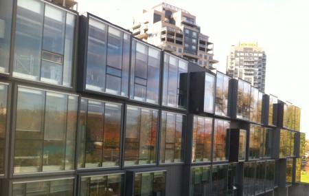 Reflets d'automne sur le nouveau bâtiment du Perimeter Institut