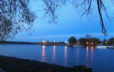 Le lac Ontario au crépuscule